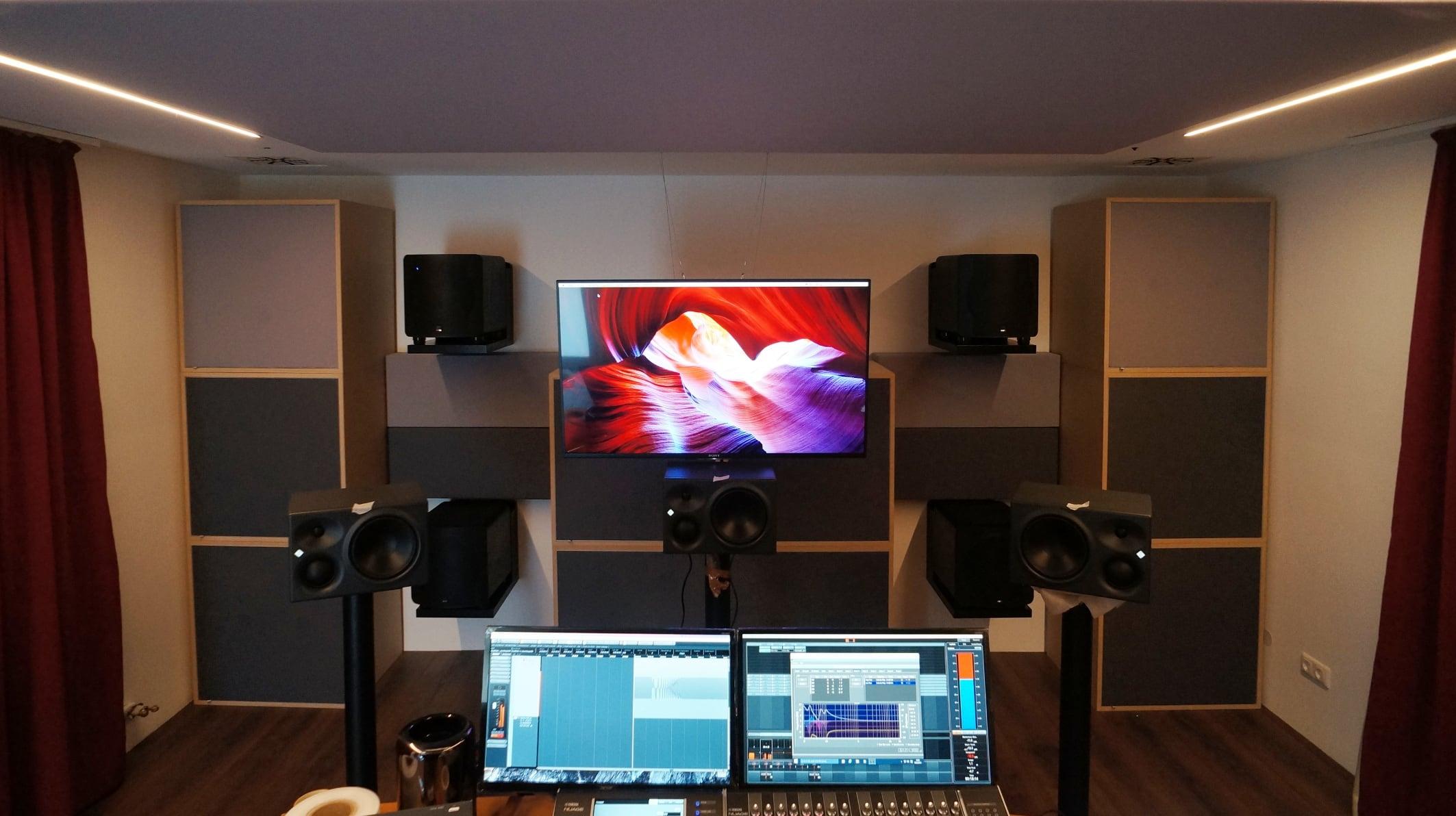 Frontwand mit Single-Bass-Array und Basstraps
