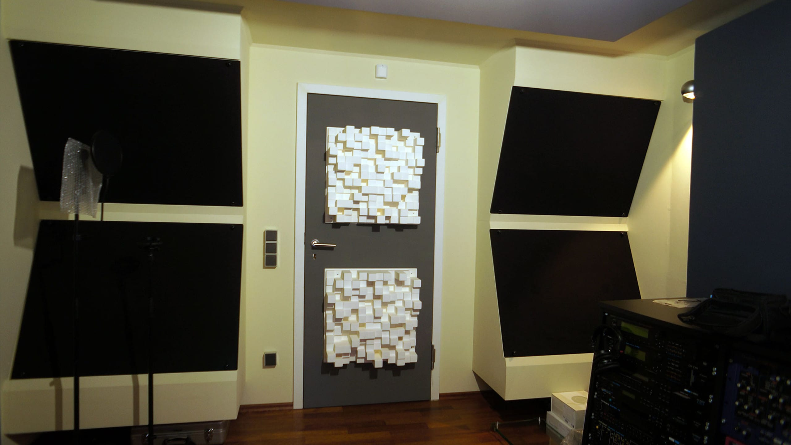 Control room - Back wall