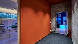 Korridor Studio 2 Bauer Studios Ludwigsburg Blick in Aufnahme 2 und Regie 2 Foto Steffen Schmid