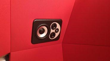 ADS Acoustic Design System Regiefront mit eingelassenen Barefoot Lautsprechern