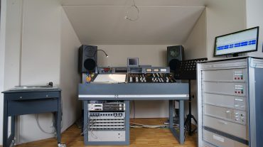 Frontwand mit Acoustic Design System ADS