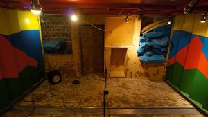 Modalanalyse im zurückgebauten Regieraum 1 der High Tide Studios vor Beginn des Umbaus