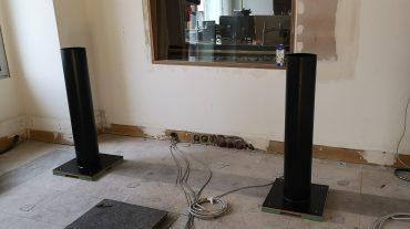 Radio NRW | custom made Lautsprecherstative entkoppelt auf Rohboden