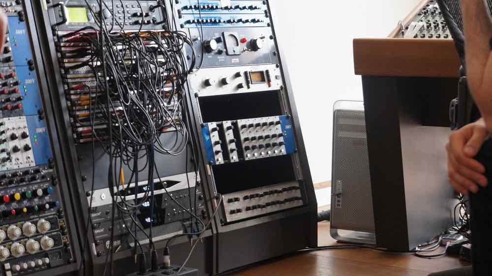 Cosinus analog correction filter in the rack of Richard Kruspe (Rammstein)