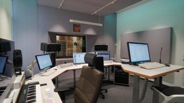 Radio NRW | Regie-Frontwand (Acoustic Design System)
